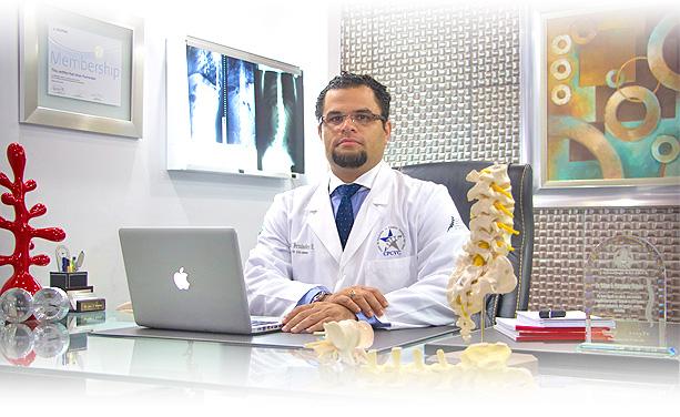 dr iohan fernandez cirujano de columna